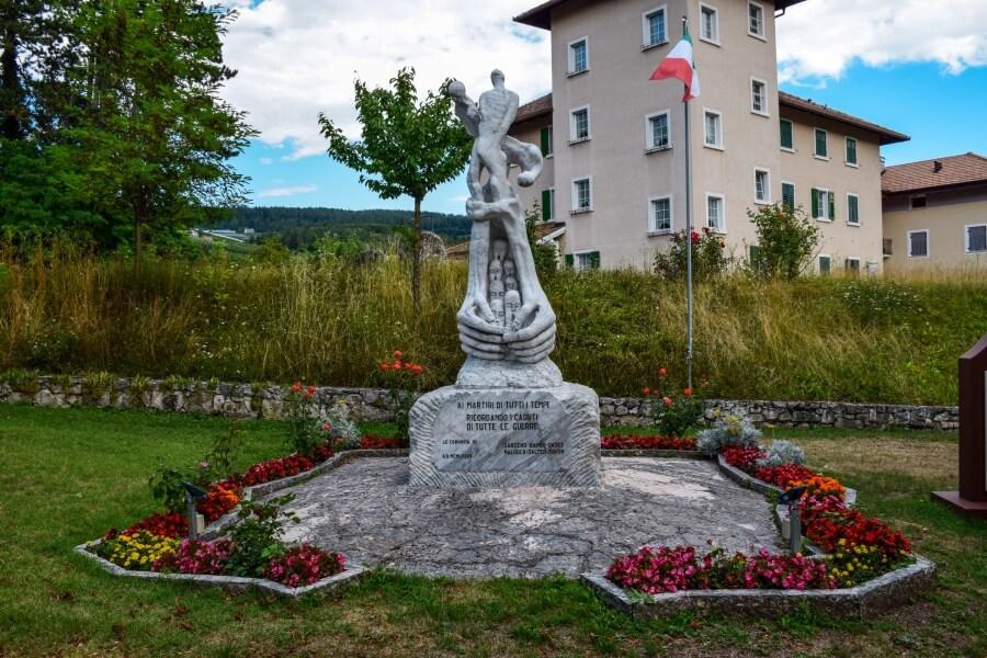 Monumento ai caduti di Sanzeno
